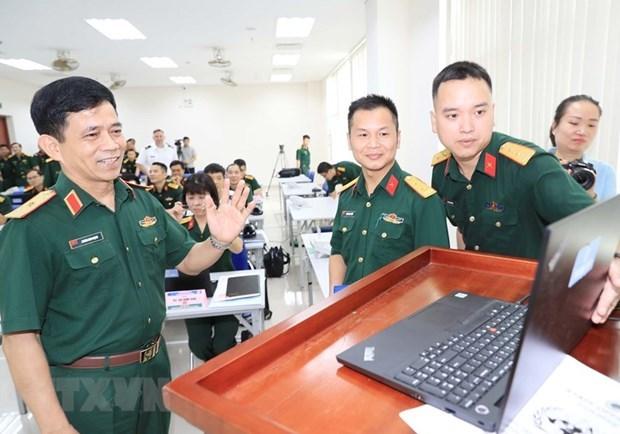 首次以线上和线下结合形式的联合国参谋军官培训班开班 hinh anh 1