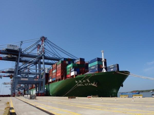 盖梅—布市深水港接待前往美国西海岸的货轮 hinh anh 1