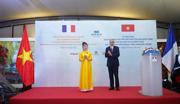 越南首位女商人荣获法国国家荣誉军团骑士勋章 hinh anh 1