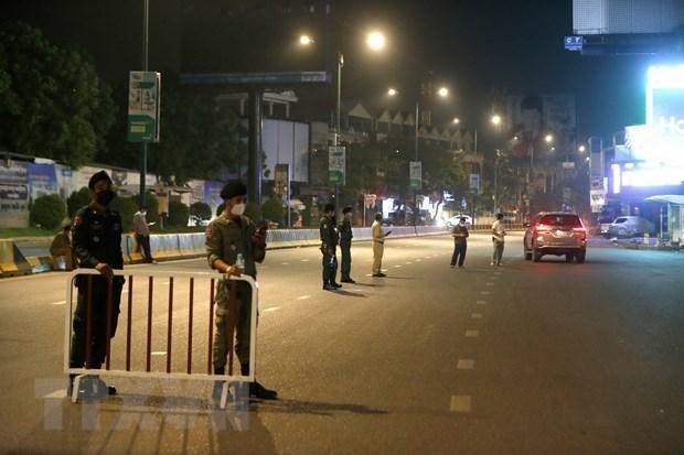 新冠肺炎疫情:柬埔寨首相洪森呼吁民众严格遵守封锁令 hinh anh 1