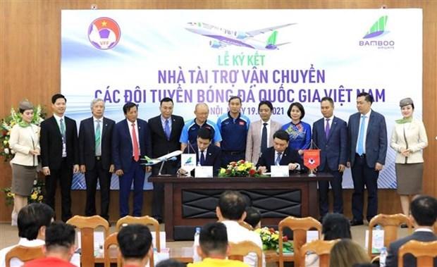 越竹航空成为越南国足为期3年的运输赞助商 hinh anh 1