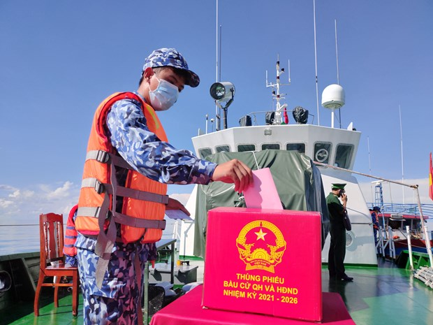 国会和人民议会换届选举:为在薄辽省海域执行任务的37名军官、战士提前举行选举 hinh anh 1