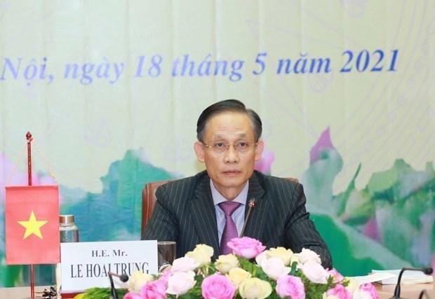 向柬埔寨人民党通报越共十三大结果的会议以视频形式举行 hinh anh 1