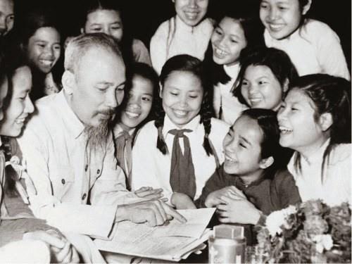 """""""学习和践行胡志明主席思想、道德、作风""""资料和图片展在河内举行 hinh anh 1"""