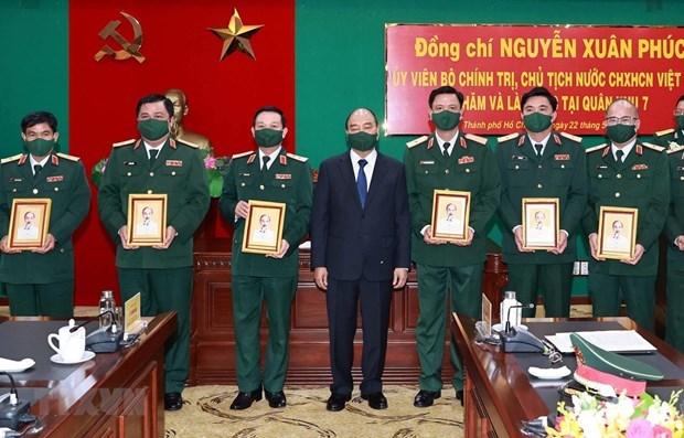 国家主席阮春福赴第七军区视察备战状态和换届选举安全保障工作 hinh anh 1