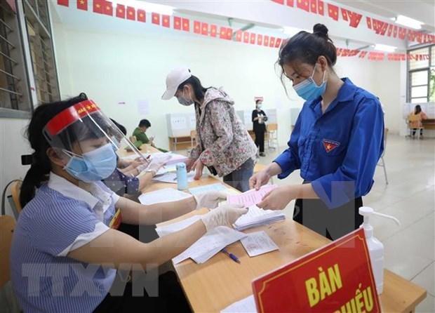 选民高度评价各投票站的防疫工作 hinh anh 1