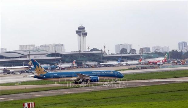 新冠肺炎疫情形势严峻 抵达胡志明市的航班班次被迫调减 hinh anh 1
