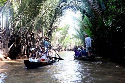 Nguoi Viet Nam di du lich Viet Nam (Bai 3) hinh anh 1