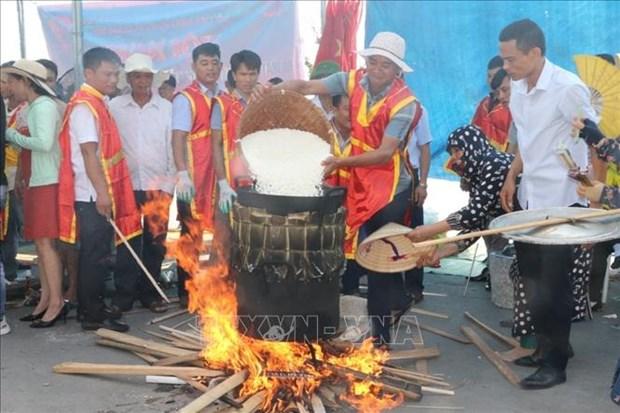 Soi noi Le hoi Banh chung - Banh giay o vung bien Sam Son hinh anh 2