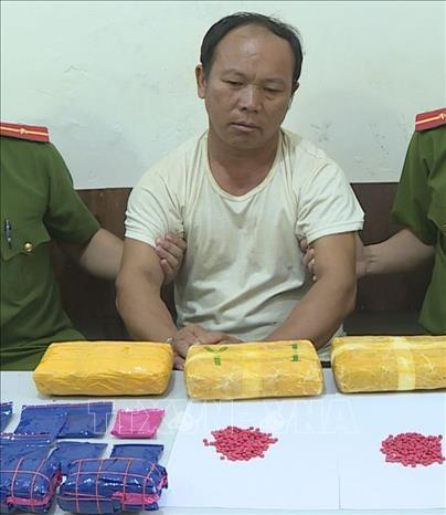 Bat giu doi tuong Phang Lao Ba van chuyen trai phep khoang 30.000 vien ma tuy tong hop hinh anh 1