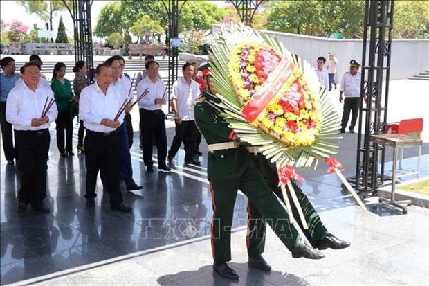 "Nhan Ngay Thuong binh - Liet si 27/7: Pho Thu tuong Thuong truc Truong Hoa Binh du chuong trinh ""Tang qua nguoi co cong voi cach mang"" tai Quang Tri hinh anh 3"