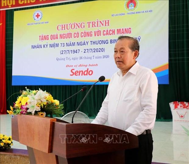 "Nhan Ngay Thuong binh - Liet si 27/7: Pho Thu tuong Thuong truc Truong Hoa Binh du chuong trinh ""Tang qua nguoi co cong voi cach mang"" tai Quang Tri hinh anh 1"