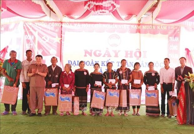 Ong Y Thanh Ha Nie Kdam du Ngay hoi Dai doan ket toan dan toc lien khu dan cu xa Yang Tao hinh anh 3