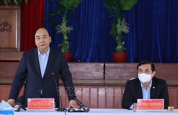 Thu tuong Nguyen Xuan Phuc tang qua Tet gia dinh chinh sach va ho ngheo tai Quang Nam hinh anh 1