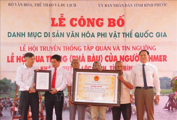 Le hoi Pha Bau duoc cong nhan la Di san Van hoa phi vat the quoc gia hinh anh 1