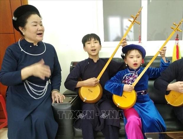 "Nguoi ""giu lua"" nghe thuat hat Then, dan Tinh Hoang Kim Tue hinh anh 2"