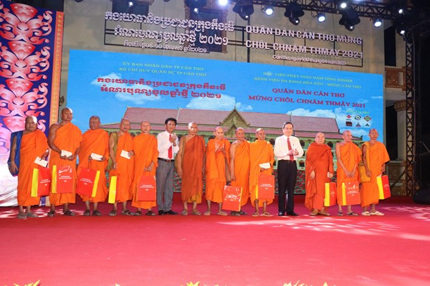 Pho Chu tich Thuong truc Quoc hoi Tran Thanh Man du Tet quan dan mung Chol Chnam Thmay 2021 tai Can Tho hinh anh 2