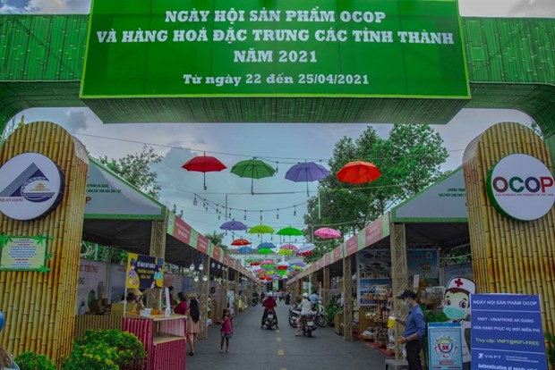 Khai mac Ngay hoi san pham OCOP va hang hoa dac trung cac tinh, thanh hinh anh 1