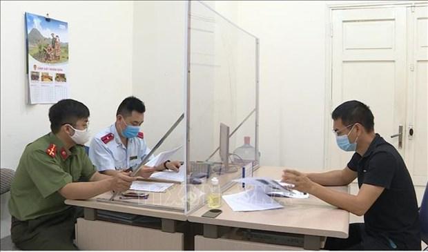 Phat nghiem doi tuong dang thong tin sai ve dich COVID-19 tai Ha Noi hinh anh 1