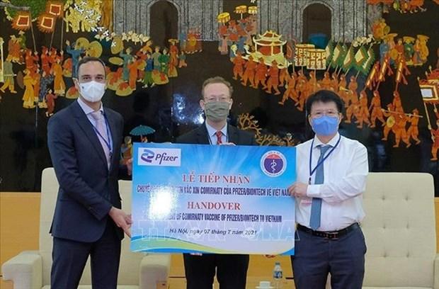 Hon 97.000 lieu vaccine phong COVID-19 dau tien cua Pfizer/BioNtech da ve Viet Nam hinh anh 2