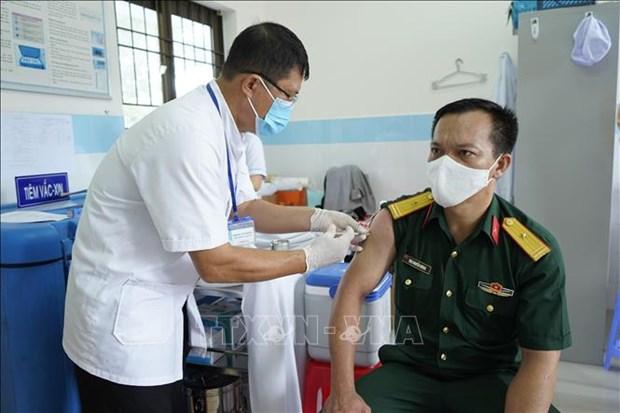 Bo Y te se dieu chuyen vaccine COVID-19 neu dia phuong, don vi tiem cham hinh anh 1