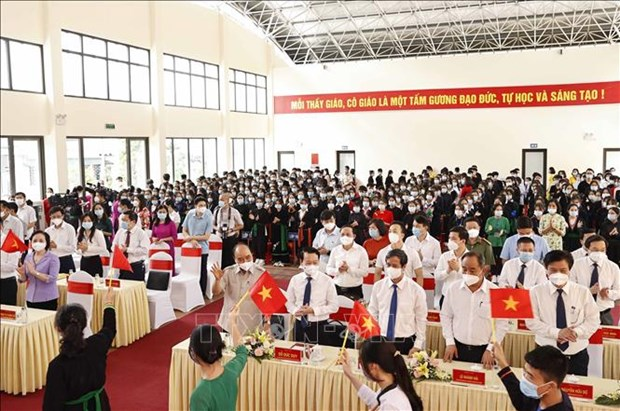 Chu tich nuoc Nguyen Xuan Phuc du Le khai giang nam hoc moi tai Truong Pho thong Dan toc noi tru THPT tinh Yen Bai hinh anh 3