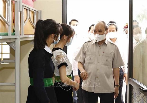 Chu tich nuoc Nguyen Xuan Phuc du Le khai giang nam hoc moi tai Truong Pho thong Dan toc noi tru THPT tinh Yen Bai hinh anh 5