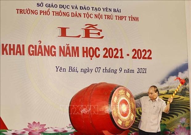 Chu tich nuoc Nguyen Xuan Phuc du Le khai giang nam hoc moi tai Truong Pho thong Dan toc noi tru THPT tinh Yen Bai hinh anh 4