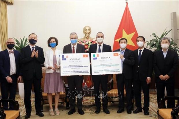 Tiep nhan 1,5 trieu lieu vaccine phong COVID-19 tu Phap va Italy hinh anh 1