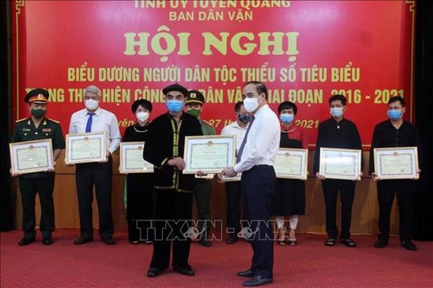 Bieu duong nguoi dan toc thieu so tieu bieu ve dan van o Tuyen Quang hinh anh 3