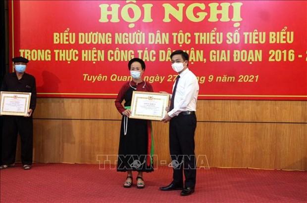 Bieu duong nguoi dan toc thieu so tieu bieu ve dan van o Tuyen Quang hinh anh 2
