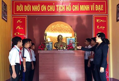 Guong Bac tham vao long dan Vi Thuy hinh anh 1