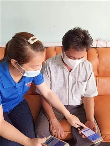 Dich COVID-19: Quan - dan Gia Lai huong ung cai dat ung dung Bluezone hinh anh 1