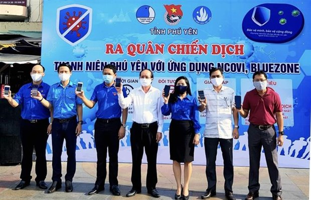 Dich COVID-19: Phu Yen ho tro nguoi dan cai dat ung dung Bluezone va NCOVI hinh anh 1