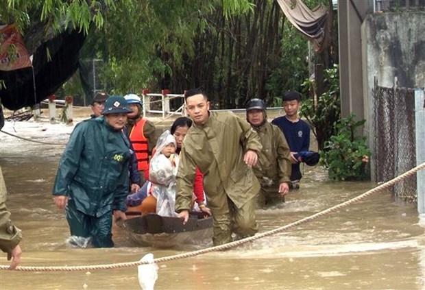 """Bo truong Nguyen Xuan Cuong: Khong de nguoi dan roi vao tinh canh """"man troi chieu dat"""" trong lu bao hinh anh 1"""