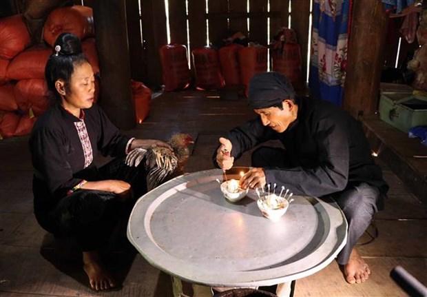 Kham pha tieu vung van hoa cua cong dong dan toc Cong ben dong Nam Cha hinh anh 4