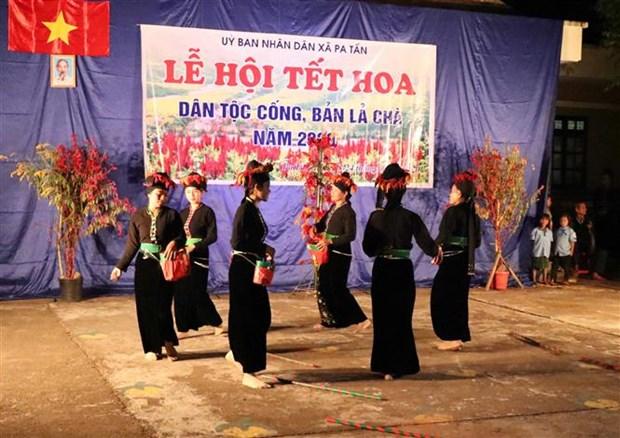 Kham pha tieu vung van hoa cua cong dong dan toc Cong ben dong Nam Cha hinh anh 7