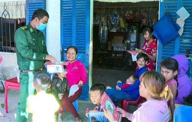 Nguoi chien sy Bien phong Khmer het minh vi dong bao vung bien hinh anh 3
