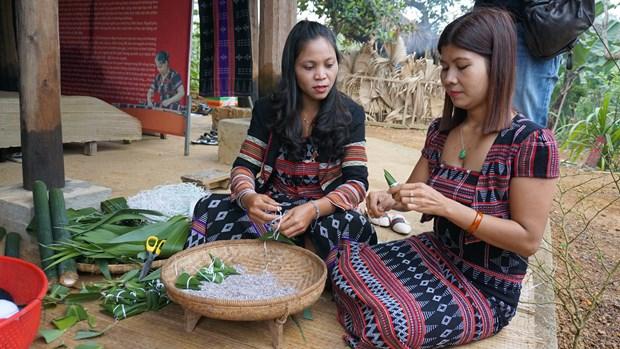 "Cac hoat dong thang 4 voi chu de ""Viet Nam voi nhung sac mau dan toc"" tai Lang Van hoa – Du lich cac dan toc Viet Nam hinh anh 2"