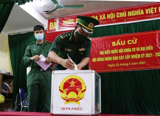 Dong bao cac dan toc o vung bien Lai Chau ron rang di bau cu hinh anh 8