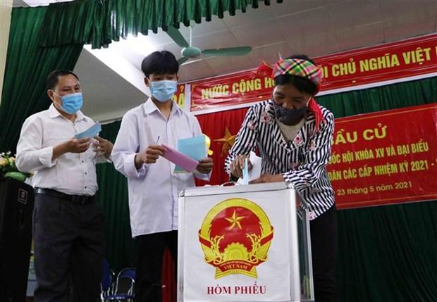 Dong bao cac dan toc o vung bien Lai Chau ron rang di bau cu hinh anh 9