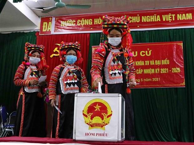 Dong bao cac dan toc o vung bien Lai Chau ron rang di bau cu hinh anh 6