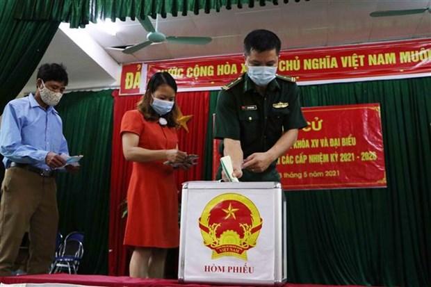 Dong bao cac dan toc o vung bien Lai Chau ron rang di bau cu hinh anh 10