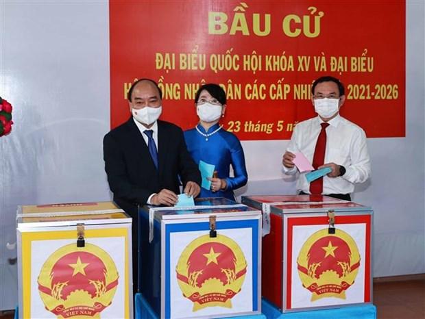 Chu tich nuoc Nguyen Xuan Phuc bau cu tai Thanh pho Ho Chi Minh hinh anh 4