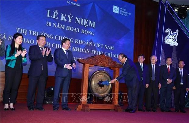 Thu tuong Chinh phu Nguyen Xuan Phuc danh cong ky niem 20 nam hoat dong thi truong chung khoan Viet Nam hinh anh 3