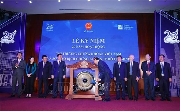 Thu tuong Chinh phu Nguyen Xuan Phuc danh cong ky niem 20 nam hoat dong thi truong chung khoan Viet Nam hinh anh 6