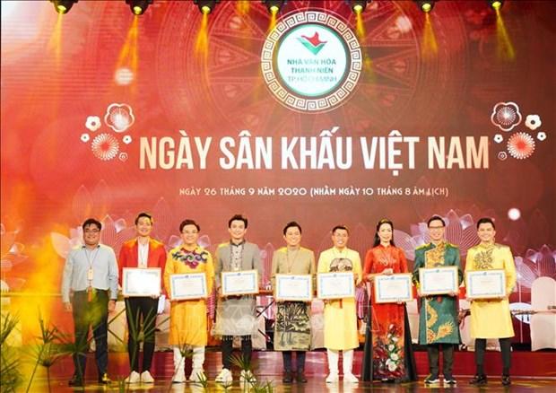 Ngay san khau Viet Nam 2020: Vinh danh cac van nghe sy co nhieu dong gop cho san khau, vi cong dong hinh anh 1
