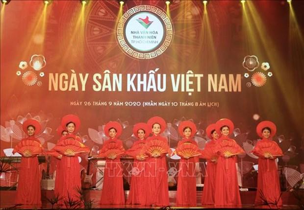 Ngay san khau Viet Nam 2020: Vinh danh cac van nghe sy co nhieu dong gop cho san khau, vi cong dong hinh anh 3