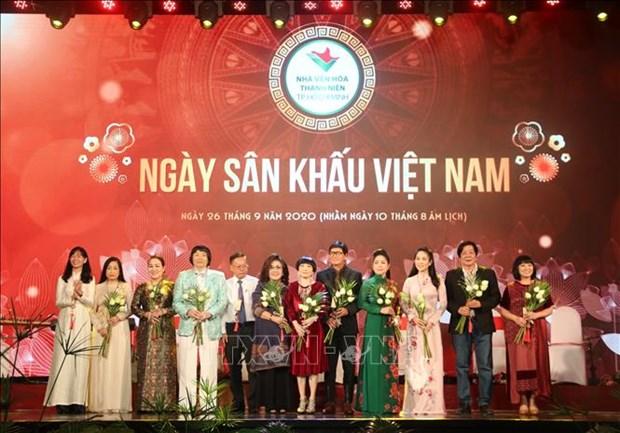 Ngay san khau Viet Nam 2020: Vinh danh cac van nghe sy co nhieu dong gop cho san khau, vi cong dong hinh anh 5
