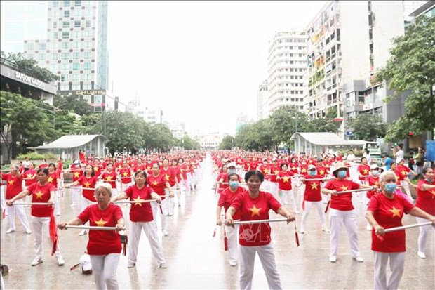 Thanh pho Ho Chi Minh: Hon 2.000 nguoi cao tuoi tham gia dong dien the duc duong sinh hinh anh 1